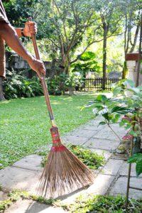 wiosenne porządki sprzątanie ogrodu
