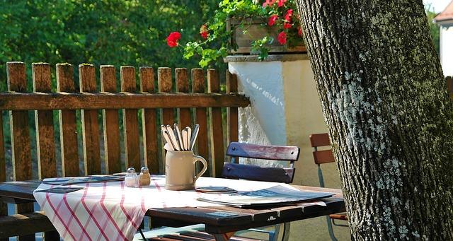 jadalnia ogród stół ogrodowy