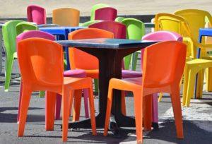 meble plastikowe kolorowe