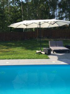 leżak ogrodowy basen