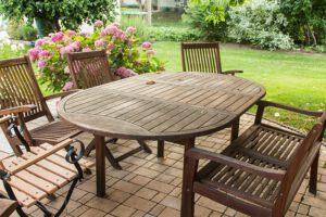 meble ogród drewniany stół