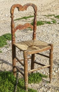 meble rustykalne krzesło drewniane